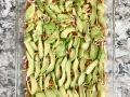 sliced-avocado-on-mexican-dip