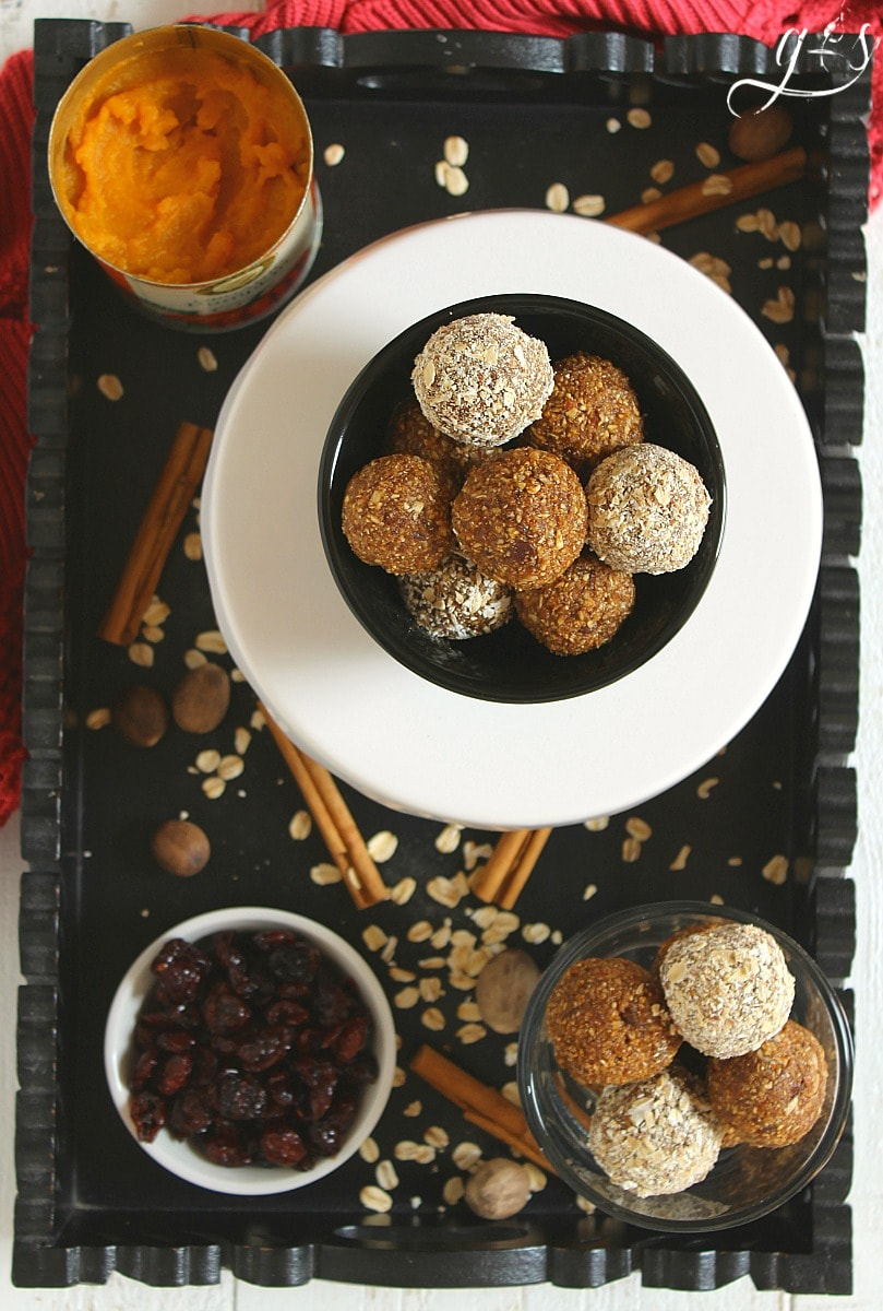 The BEST Pumpkin Chocolate Chip Energy Bites | These healthy no bake snacks are easy to prepare and packed with all the flavors of pumpkin pie! All the delicious tastes of fall are present: pumpkin puree, pumpkin pie spice, and molasses. This clean eating food is perfect for a skinny dessert, post workout pick-me-up, breakfast side, or a fun snack for families who love autumn flavors. You will love the addition of oatmeal and honey in this sweet recipe too!