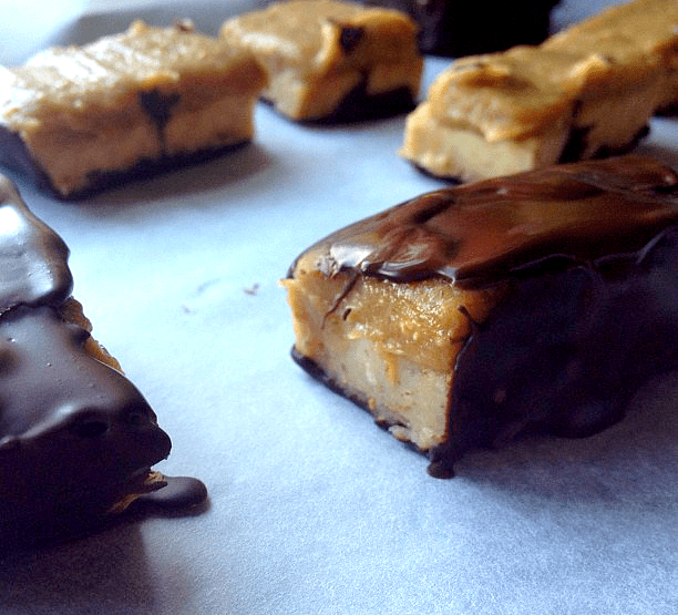These Homemade Mars Bars are vegan, raw, gluten-free, refined sugar-free, dairy-free, grain-free, and 100% delicious! Say hello to candy again clean eaters!