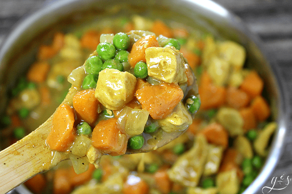 The BEST Clean Eating Chicken & Sweet Potato Curry | This Paleo recipe is easy, healthy, & delicious. Chicken breasts (or thighs), sweet potatoes, light coconut milk, and green peas combine into the beautiful and simple dinner EVER! This one pot weeknight meal takes mere minutes to prepare and is packed with whole foods, Whole 30 compliant, and gluten-free. Serve over rice or quinoa if desired. See? Comfort foods recipes can be healthy! Quick | For Family | Simple | Cheap