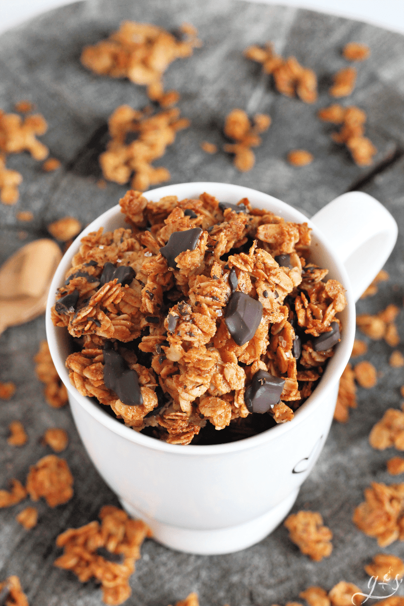 Dark Chocolate Almond Butter Granola | A homemade and healthy granola recipe is my weakness. This easy DIY almond butter (or peanut butter) snack boasts clusters of salty and sweet with it's flaked sea salt. Eat this for a simple breakfast with almond milk, gluten free brunch, snack, or dessert. Honey and coconut oil are also used. Learn how to make this clean eating 6 ingredient recipe and you will have deliciousness all week! #cleaneating #snacks #breakfast #glutenfree #recipes